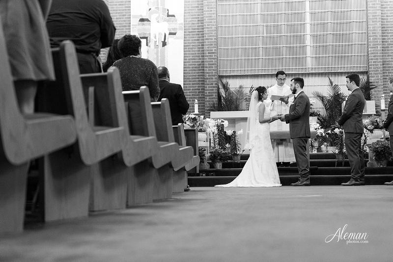 engagement-dallas-downtown-wedding-skyline-wedding-photographer-aleman-photos-dallas-miranda-alex028