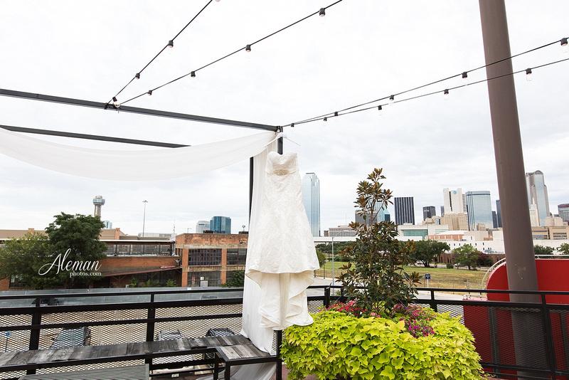 gilleys-dallas-wedding-downtown-skyline-st.-thomas-acquinas-church-aleman-photos006