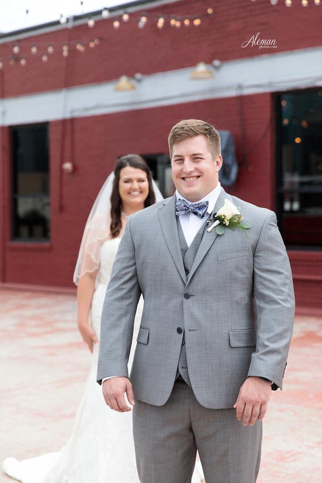gilleys-dallas-wedding-downtown-skyline-st.-thomas-acquinas-church-aleman-photos019
