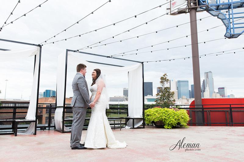 gilleys-dallas-wedding-downtown-skyline-st.-thomas-acquinas-church-aleman-photos021