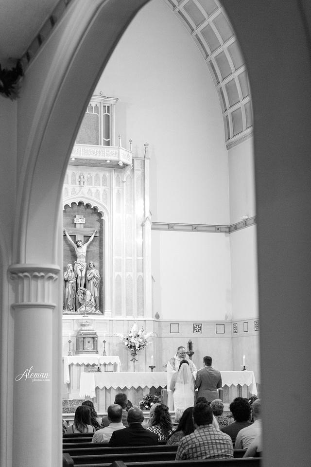 gilleys-dallas-wedding-downtown-skyline-st.-thomas-acquinas-church-aleman-photos032