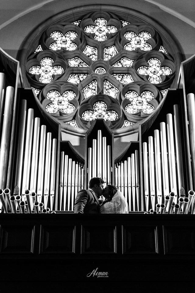 gilleys-dallas-wedding-downtown-skyline-st.-thomas-acquinas-church-aleman-photos040
