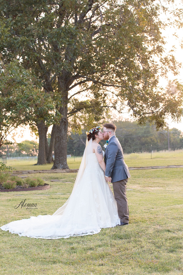 rustic-grace-estates-wolfgang-puck-catering-horses-wedding-aleman-photos-occassions-dfw030