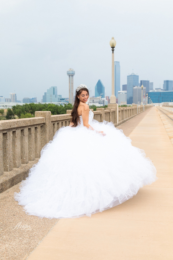 quince-portraits-teen-white-dress-dallas-skyline-arts-district-aleman-photos009