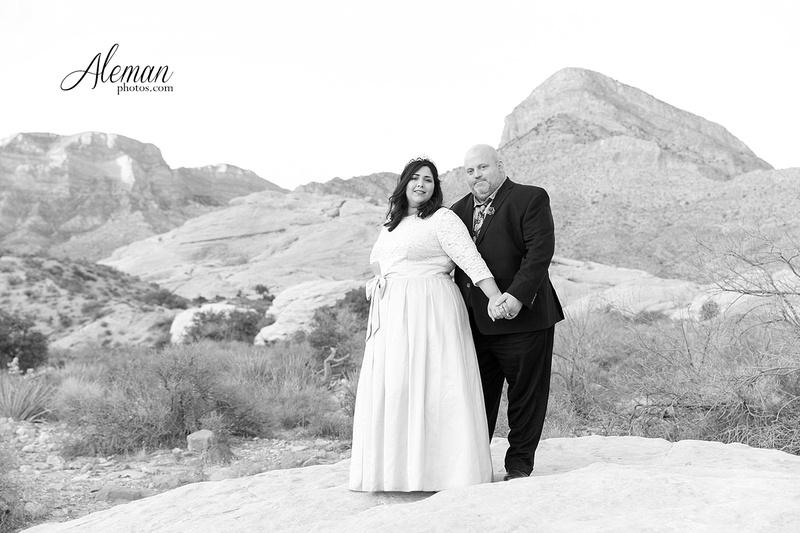 red-rock-canyon-las-vegas-destination-wedding-dallas-aleman-photos -011