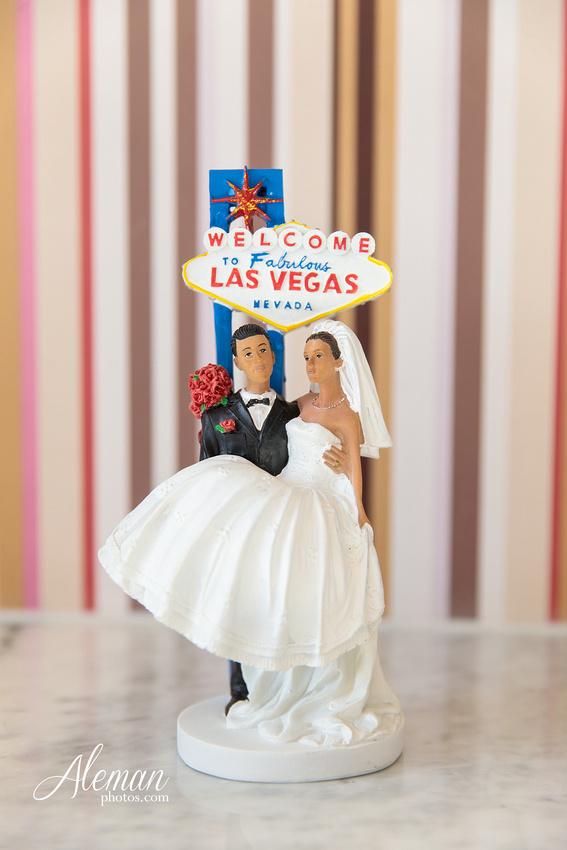 red-rock-canyon-las-vegas-destination-wedding-dallas-aleman-photos -032