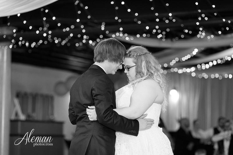 dallas-wedding-photographer-aleman-photos-jupiter-gardens-cara-bill-039
