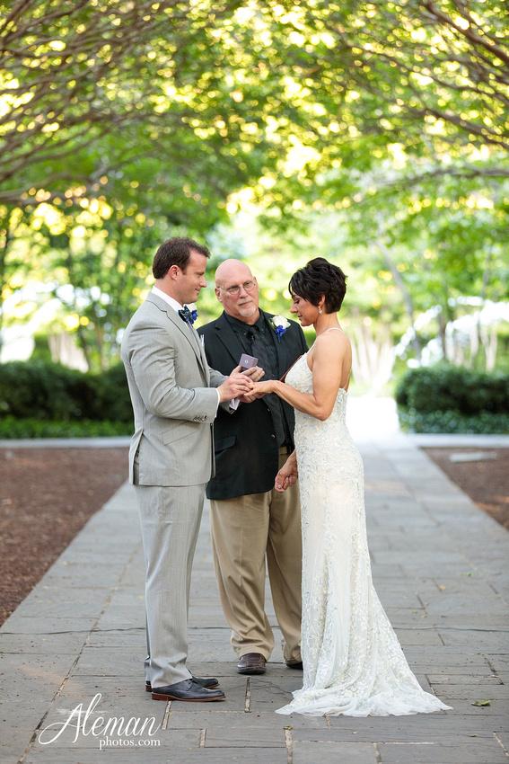 dallas-arboretum-wedding-photographer-aleman-photos-amy-acott 029
