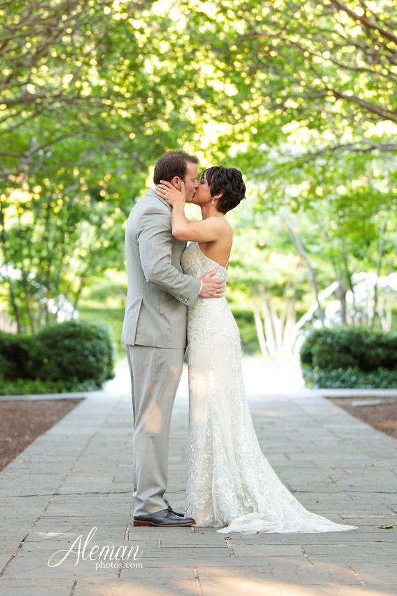 dallas-arboretum-wedding-photographer-aleman-photos-amy-acott 032
