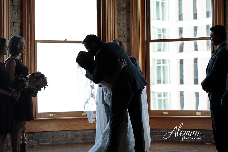 old-red-musuem-courthouse-wedding-aleman-photos-dallas-downtown-lauren-ryan-040