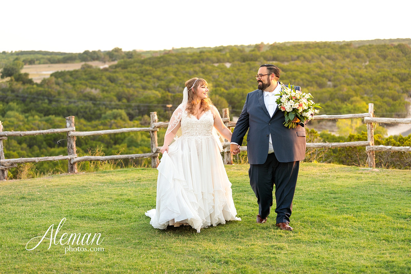 doveridge-vineyard-sunset-wedding-weatherford-fort-worth-aleman-photos-adrian-kristen 05