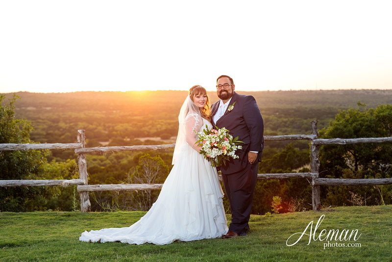doveridge-vineyard-sunset-wedding-weatherford-fort-worth-aleman-photos-adrian-kristen 06
