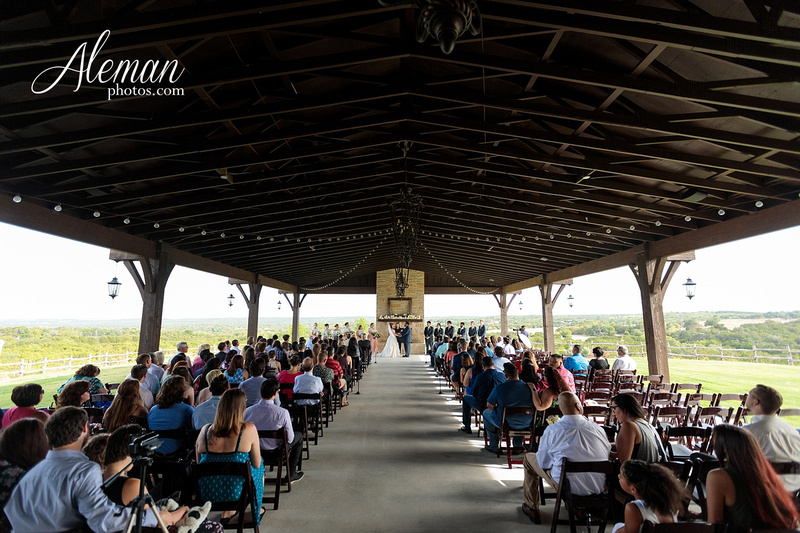 doveridge-vineyard-sunset-wedding-weatherford-fort-worth-aleman-photos-adrian-kristen 37