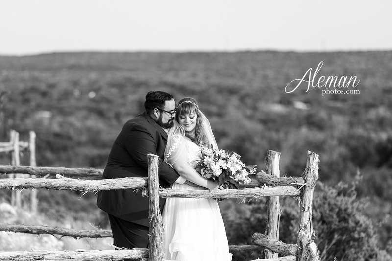 doveridge-vineyard-sunset-wedding-weatherford-fort-worth-aleman-photos-adrian-kristen 42
