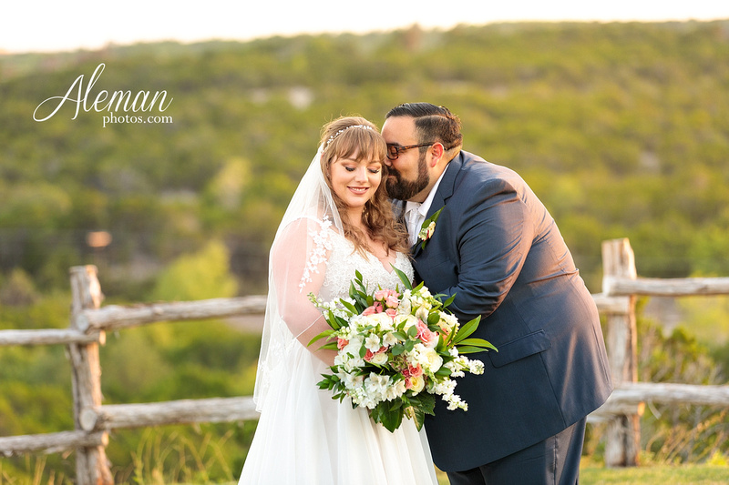 doveridge-vineyard-sunset-wedding-weatherford-fort-worth-aleman-photos-adrian-kristen 46