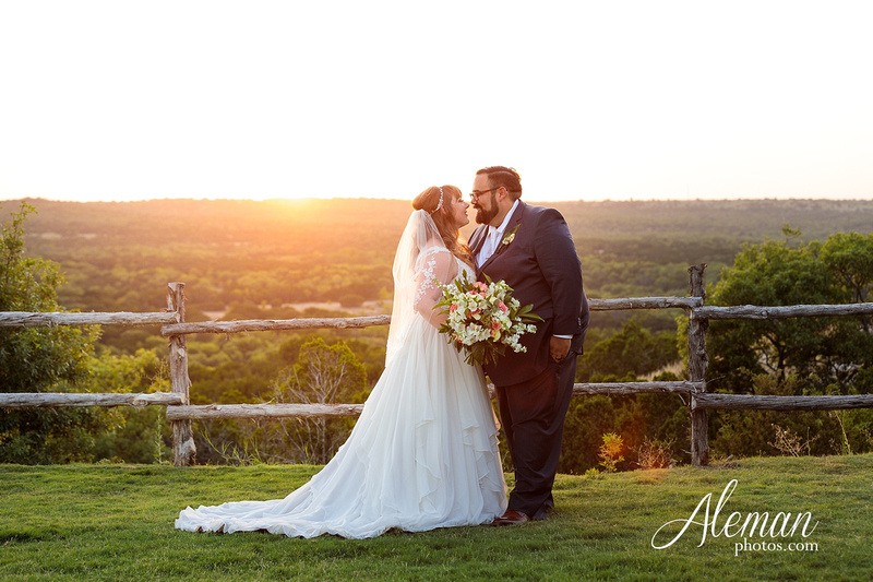 doveridge-vineyard-sunset-wedding-weatherford-fort-worth-aleman-photos-adrian-kristen 48