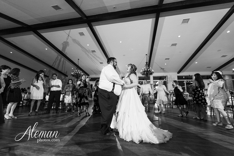 doveridge-vineyard-sunset-wedding-weatherford-fort-worth-aleman-photos-adrian-kristen 60