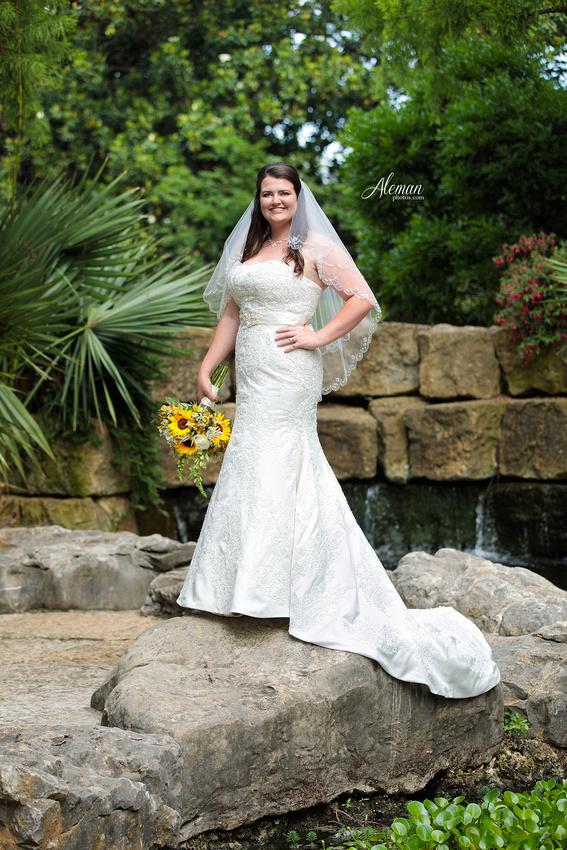 dallas-arboretum-bridals-wedding-dress-portraits-outdoor-aleman-photos-beca004