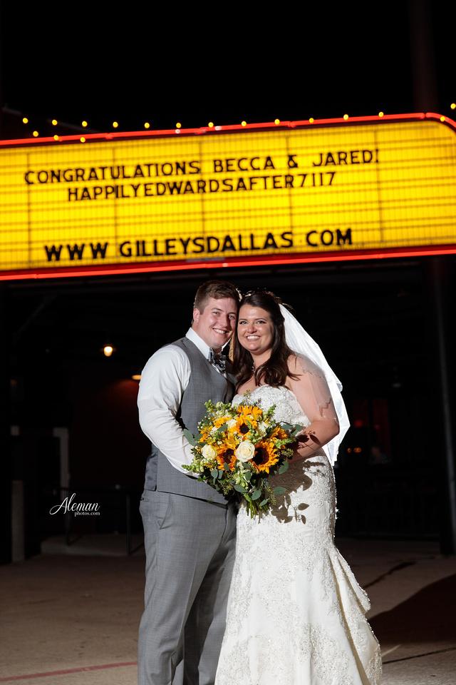 gilleys-dallas-wedding-downtown-skyline-st.-thomas-acquinas-church-aleman-photos050