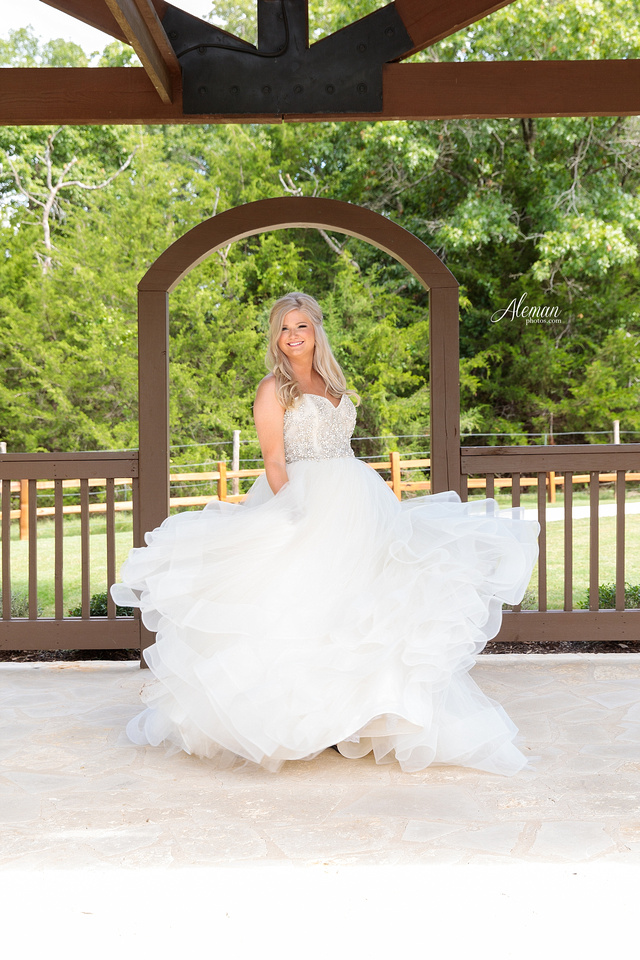 springs-bridal-session-anna-mckinney-texas-outdoors-dallas-weddings-dfw-venue-rustic-aleman-photos003
