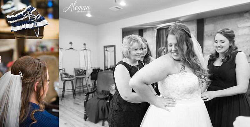 the-springs-mckinney-wedding-anna-texas-country-outdoor-dallas-photographer-aleman-photos-cowboys-softball-blue-jeans-boots006