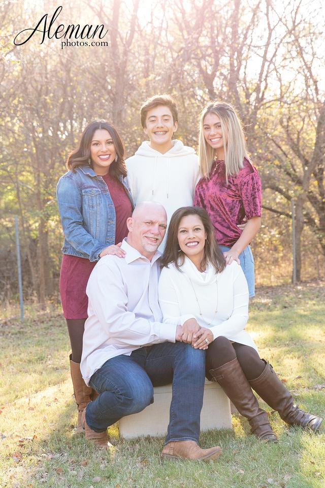 Dallas-Family-Photographer-aleman-photos-carrollton-outdoor-fall 009