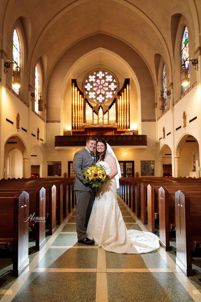 gilleys-dallas-wedding-downtown-skyline-st.-thomas-acquinas-church-aleman-photos038