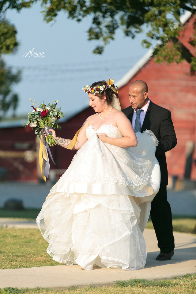 rustic-grace-estates-wolfgang-puck-catering-horses-wedding-aleman-photos-occassions-dfw019