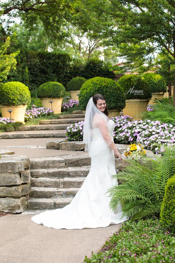dallas-arboretum-bridals-wedding-dress-portraits-outdoor-aleman-photos-beca001