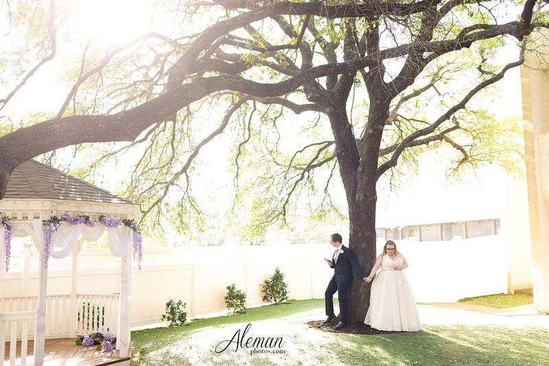 dallas-wedding-photographer-aleman-photos-jupiter-gardens-cara-bill-016