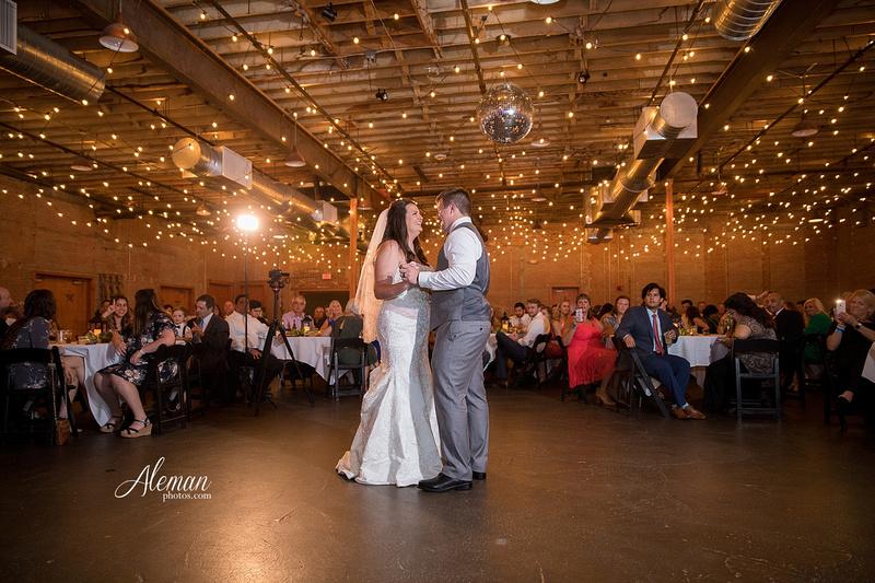 gilleys-dallas-wedding-downtown-skyline-st.-thomas-acquinas-church-aleman-photos046