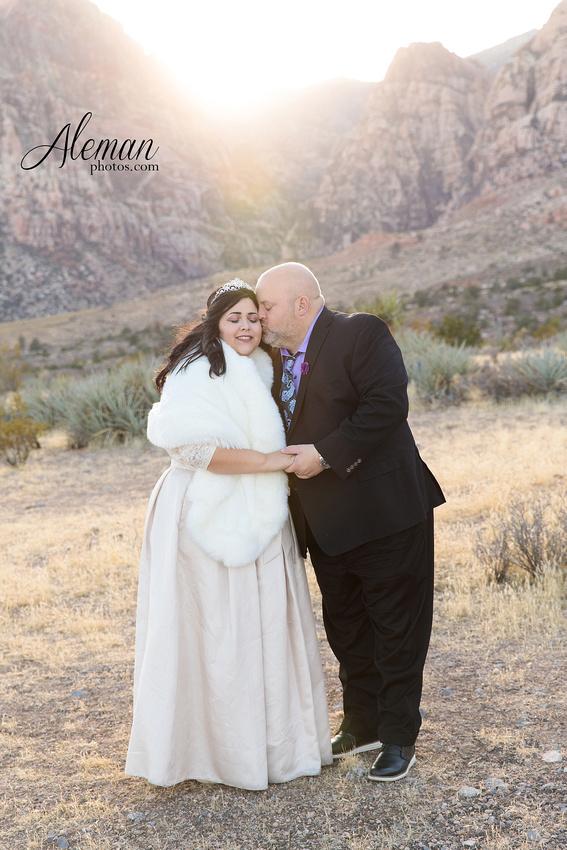 red-rock-canyon-las-vegas-destination-wedding-dallas-aleman-photos -004