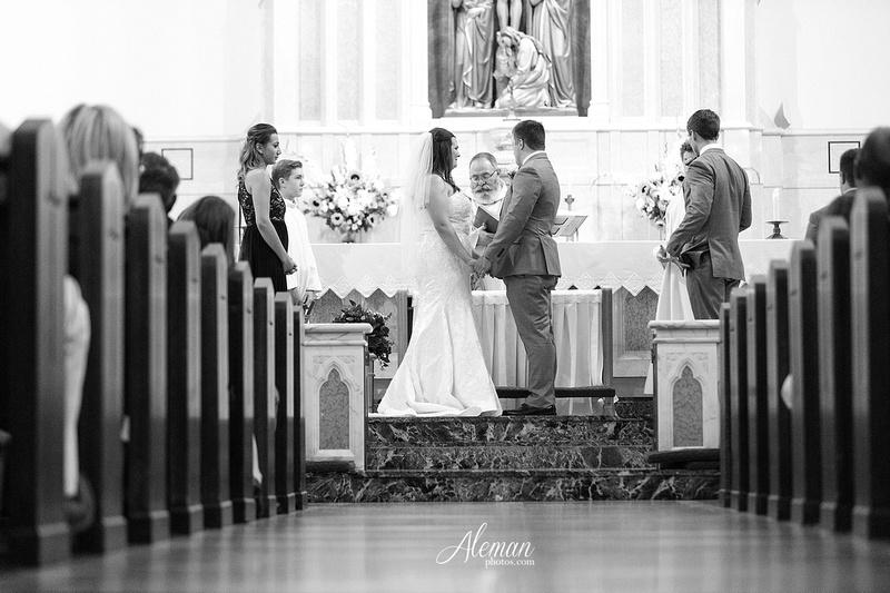 gilleys-dallas-wedding-downtown-skyline-st.-thomas-acquinas-church-aleman-photos033