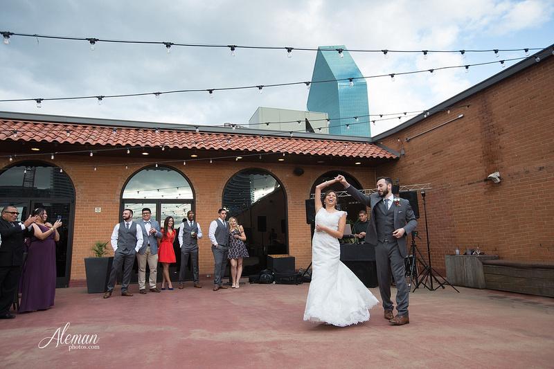 engagement-dallas-downtown-wedding-skyline-wedding-photographer-aleman-photos-dallas-miranda-alex038