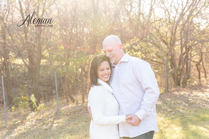 Dallas-Family-Photographer-aleman-photos-carrollton-outdoor-fall 007
