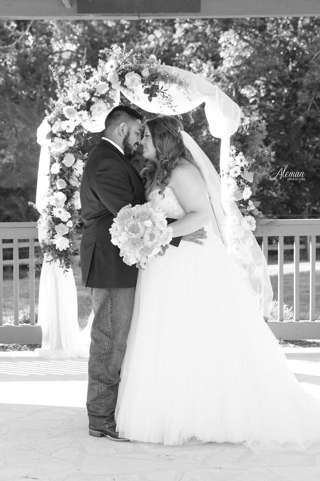the-springs-mckinney-wedding-anna-texas-country-outdoor-dallas-photographer-aleman-photos-cowboys-softball-blue-jeans-boots026