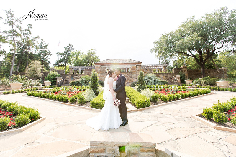 ft-worth-botanical-gardens-wedding-rose-garden-shleter-house-oak-room-photos-photography-dallas-engagement029